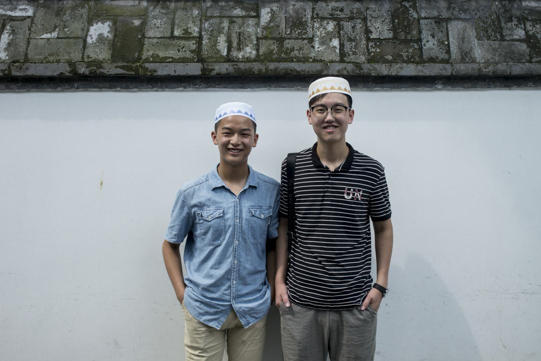 17歲的馬帥和21歲的孫佳航,來自河南,從小聽家人講牛街清真寺,趁暑假過來參觀。