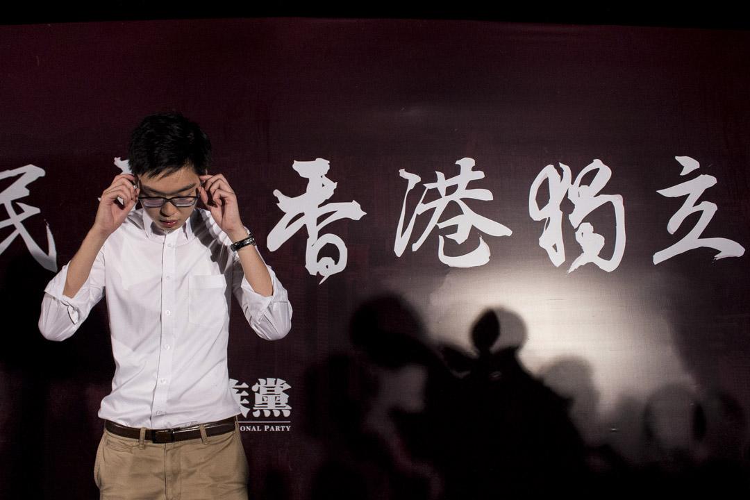 2016年8月5日,香港民族黨於金鐘添馬公園舉辦的集會,召集人陳浩天在台上發言。