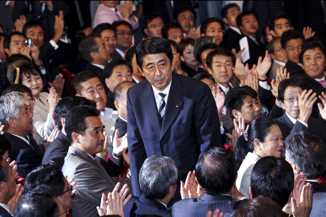 2006年9月20日,安倍晉三當選為第21屆自民黨總裁,並於9月26日,就任第90屆內閣總理大臣,成為日本戰後最年輕的首相。
