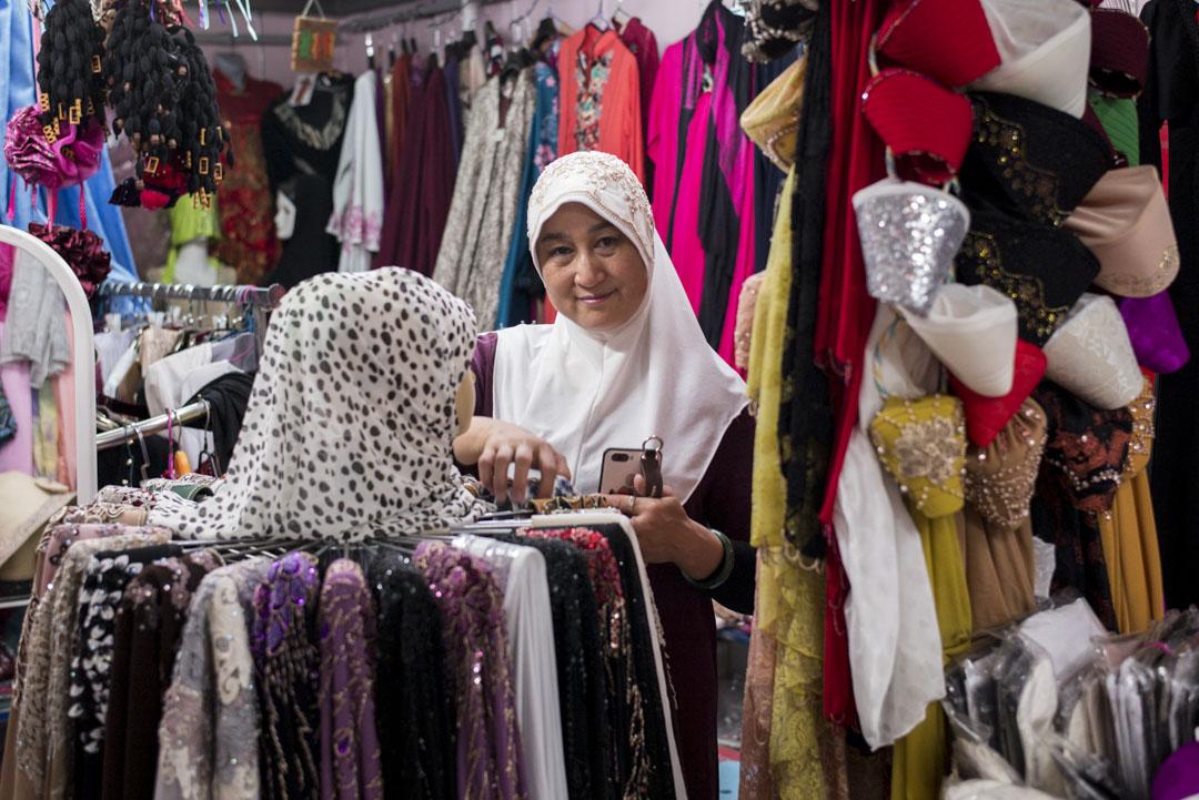 楊海,50歲,在牛街經營民族用品商店20多年。