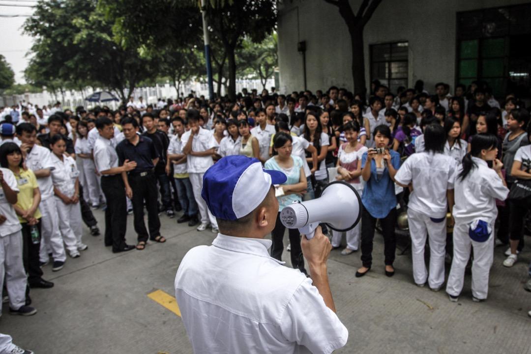 在2010年之後,隨着工人集體行動的增加和訴求的激進化,部分勞工NGO的支持者,提出要推動「運動型的勞工NGO」。但是這種景象曇花一現,2015年12月,多個勞工NGO的工作人員被突然拘捕。在打壓事件之後,這類NGO多已關閉或者低調運作。
