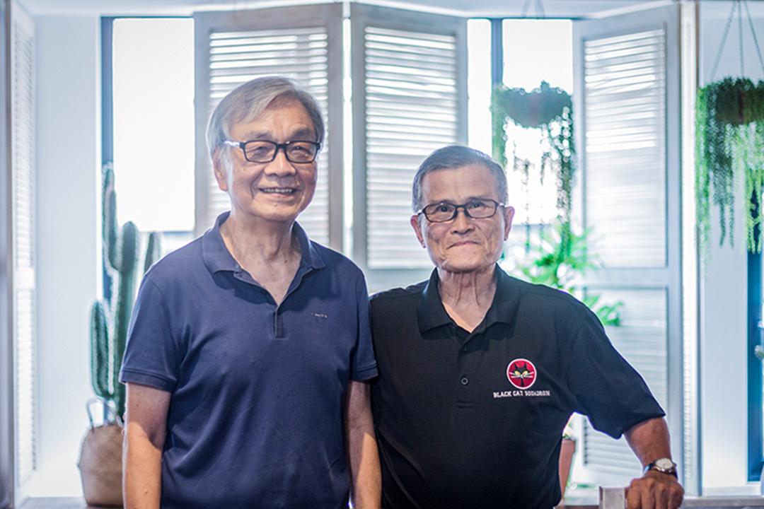 邱松州(左)和蔡盛雄(右),是當年完訓的28名完訓飛行員中的兩位,這28人共執行220次任務,10人殉職,百分之三的飛行任務以被擊落失敗告終。