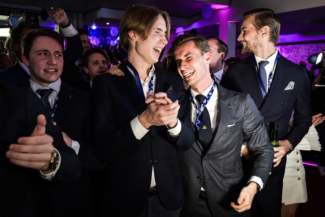 2018年9月8日,極右政黨瑞典民主黨勝出大選,年輕黨員在派對上慶祝。