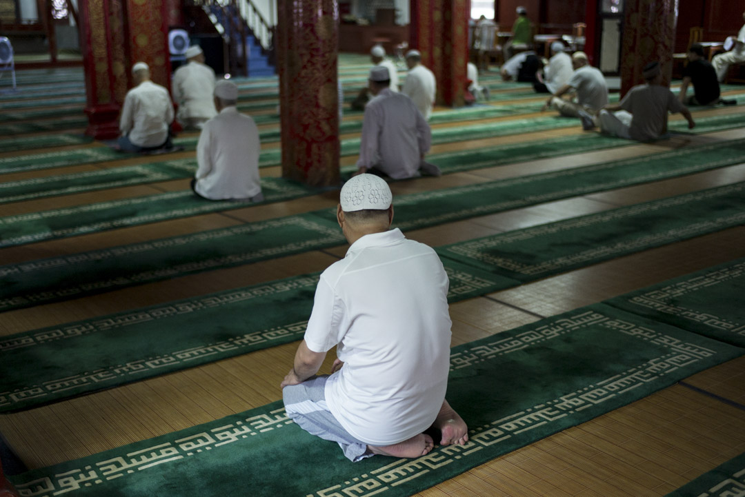 牛街禮拜寺面積約6000平方米,有42間禮拜殿,可同時容納1000多人禮拜。
