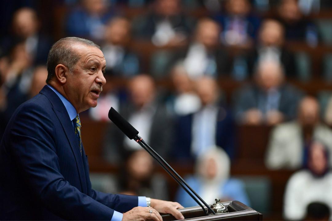2018年10月23日,土耳其總統埃爾多安在安卡拉發表每週議會講話期間,稱沙特記者卡舒吉(Jamal Khashoggi)遇害案為「謀殺」。 攝:Getty Images