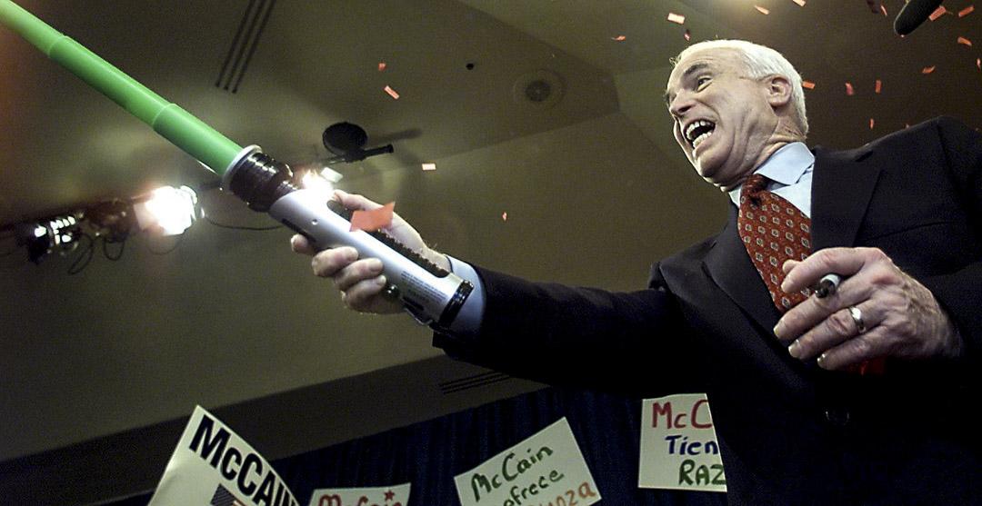 共和黨參議員John McCain在2000年與George W. Bush競逐共和黨總統候選人位置時,曾把自己形容為星戰人物Luke Skywalker。