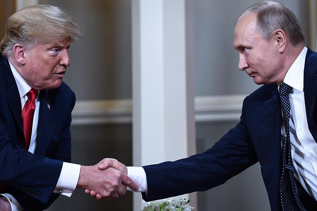美國總統特朗普早在競選時期便多次表達對普京的好感,而上任後也承諾將努力恢復雙方關係,但由於「通俄門」的指控,使得特朗普在美國對俄政策的布局中舉步艱辛。
