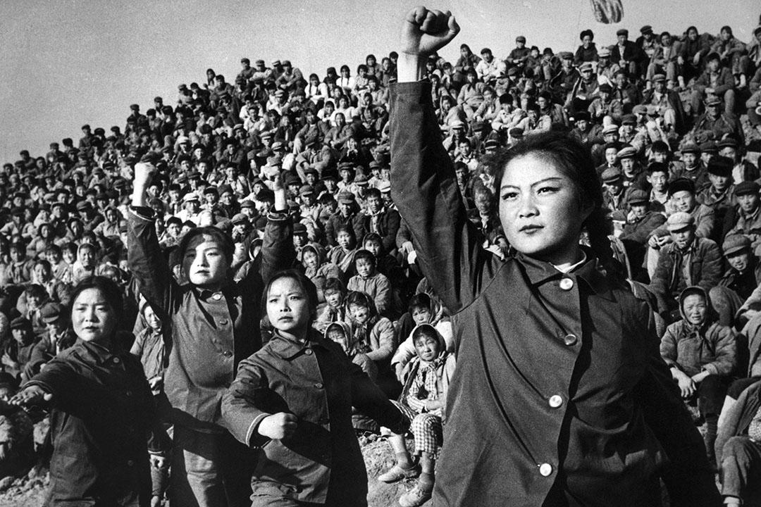 蔡玉萍同樣認為,到了中華人民共和國成立,中國共產黨更是有意淡化男女之間的差異,「共產黨在五四運動之後,開始強調給多點權利給女性,讓女性去參加公共空間等,有意淡化兩性差異。雖然很多家庭分工還是很傳統,但是在1949年到80年代中期,兩性差異還是淡化的。」