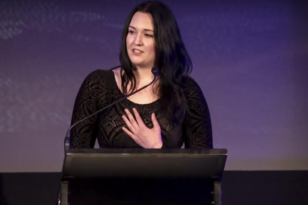 澳大利亞姑娘米莉(Millie Fontana),曾在國會發表演講,反對同性婚姻。她本人,就是在女同性戀家庭長大。