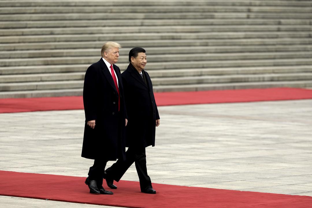 2017年11月9日,美國總統特朗普訪華,在北京人民大會堂外與國家主席習近平一同出席歡迎儀式。