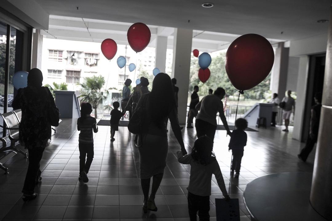 雖說巫裔在馬來西亞人口最多,但華裔選票卻有造王者之勢,但弔詭的是,在換了新政府後,華裔卻再一次成了種族政治的犧牲者。 攝:Mohd Firdaus/NurPhoto/Corbis via Getty Images