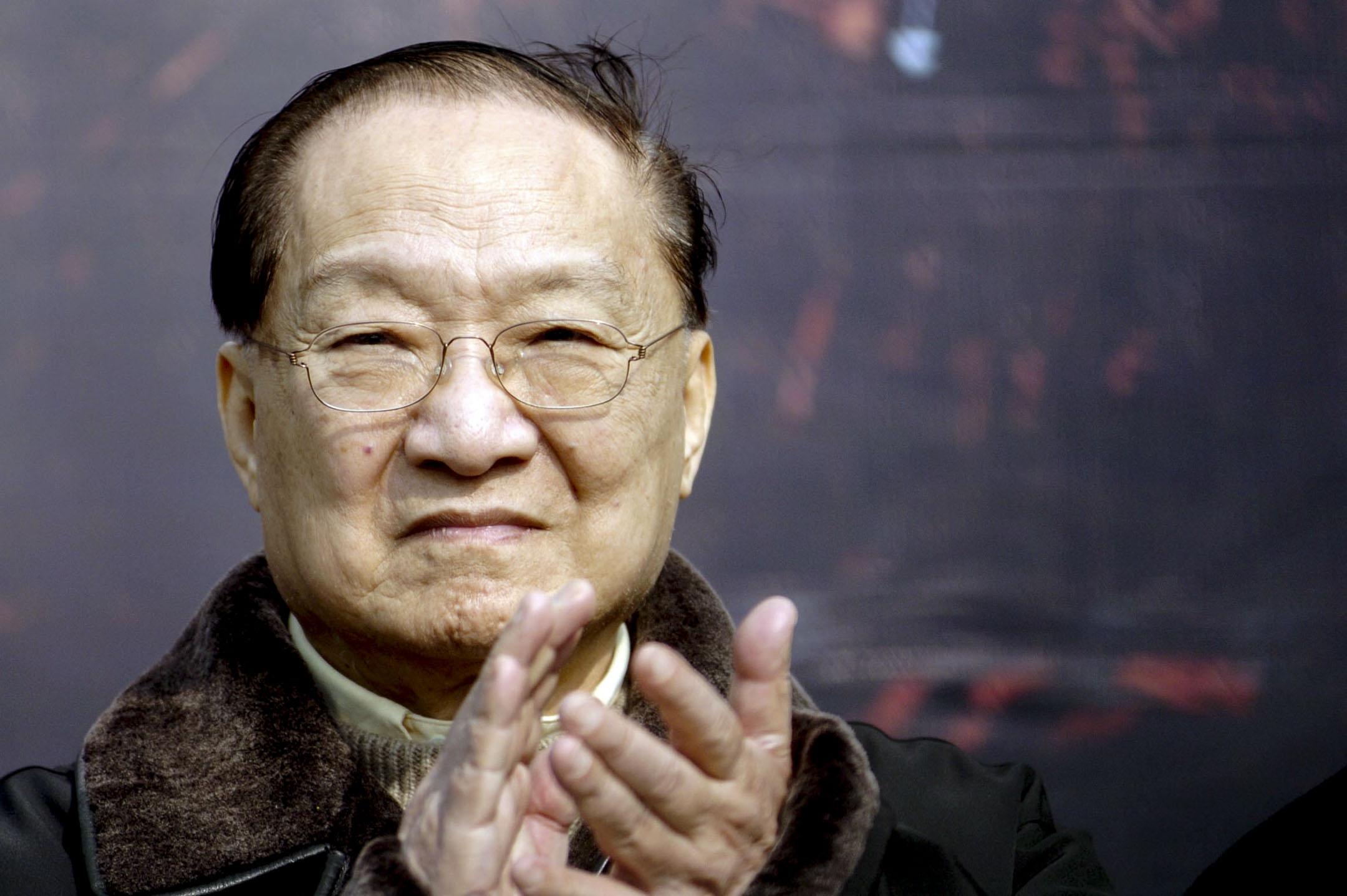 《明報》創辦人、著名作家查良鏞(又名金庸)逝世,享年94歲。 攝:VCG via Getty Images