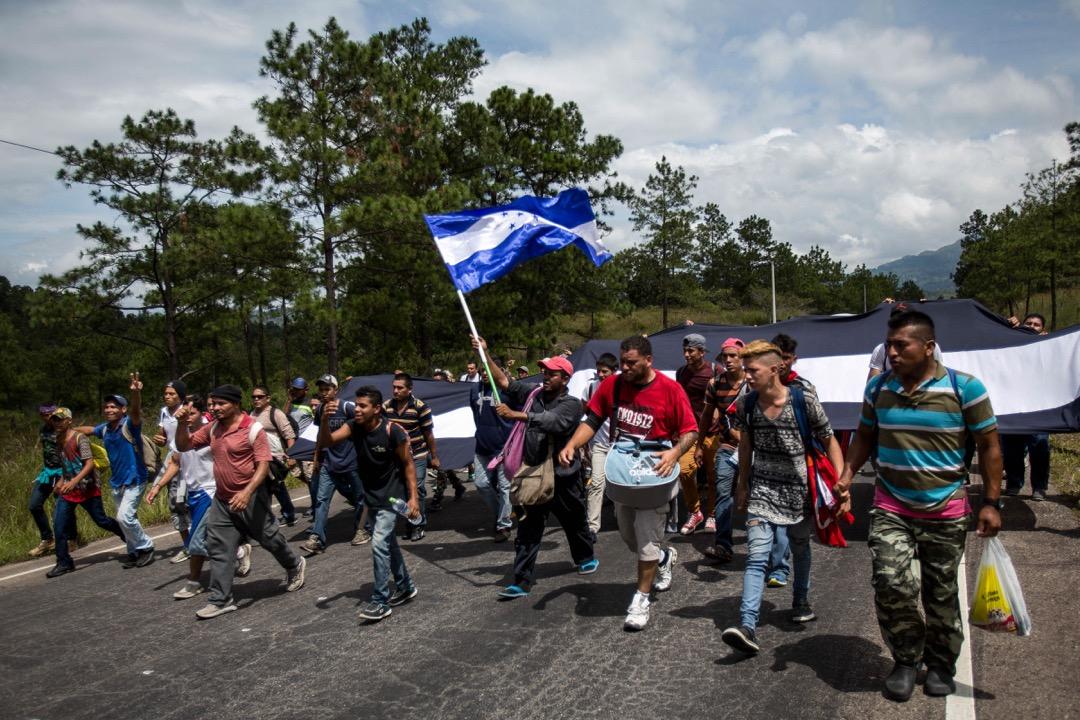 2018年10月15日,移民大隊經過洪都拉斯城市奧科特佩克時,人數以由當初的160人壯大十倍至1,600人。