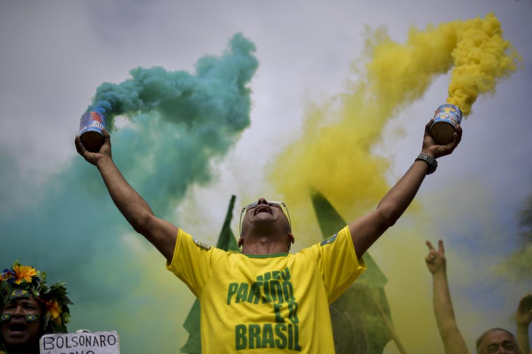2018年10月28日,巴西極右翼總統候選人博爾索納羅(Jair Bolsonaro)的支持者。 攝:Carl De Souza/AFP/Getty Images