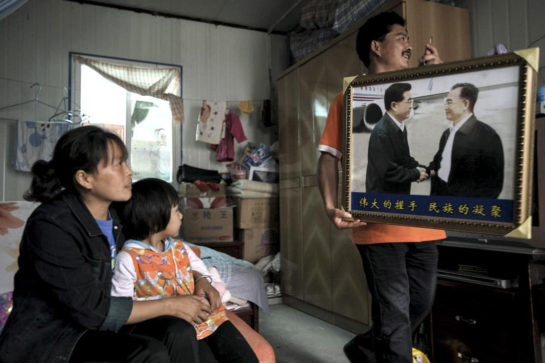 明克勝:「胡溫十年「中,集體領導制下中共的最高權力相對比較分散,作為中共黨魁的胡錦濤並不比政治局的其他八位常委更加強勢。