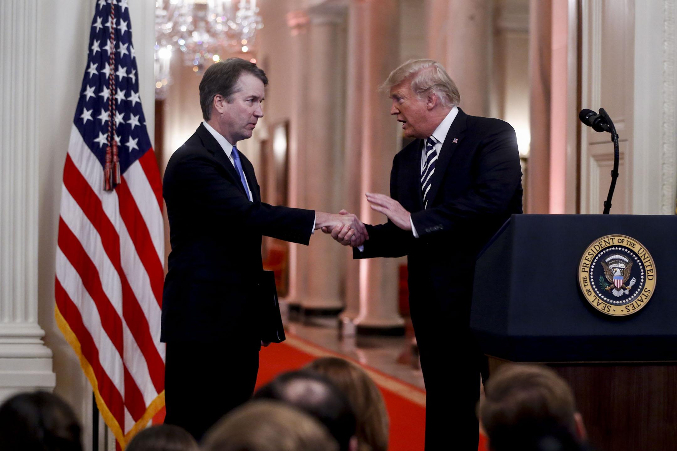 2018年10月8日,美國華盛頓,美國聯邦最高法院大法官卡瓦諾宣誓就職。 攝:Andrew Harrer/Bloomberg via Getty Images