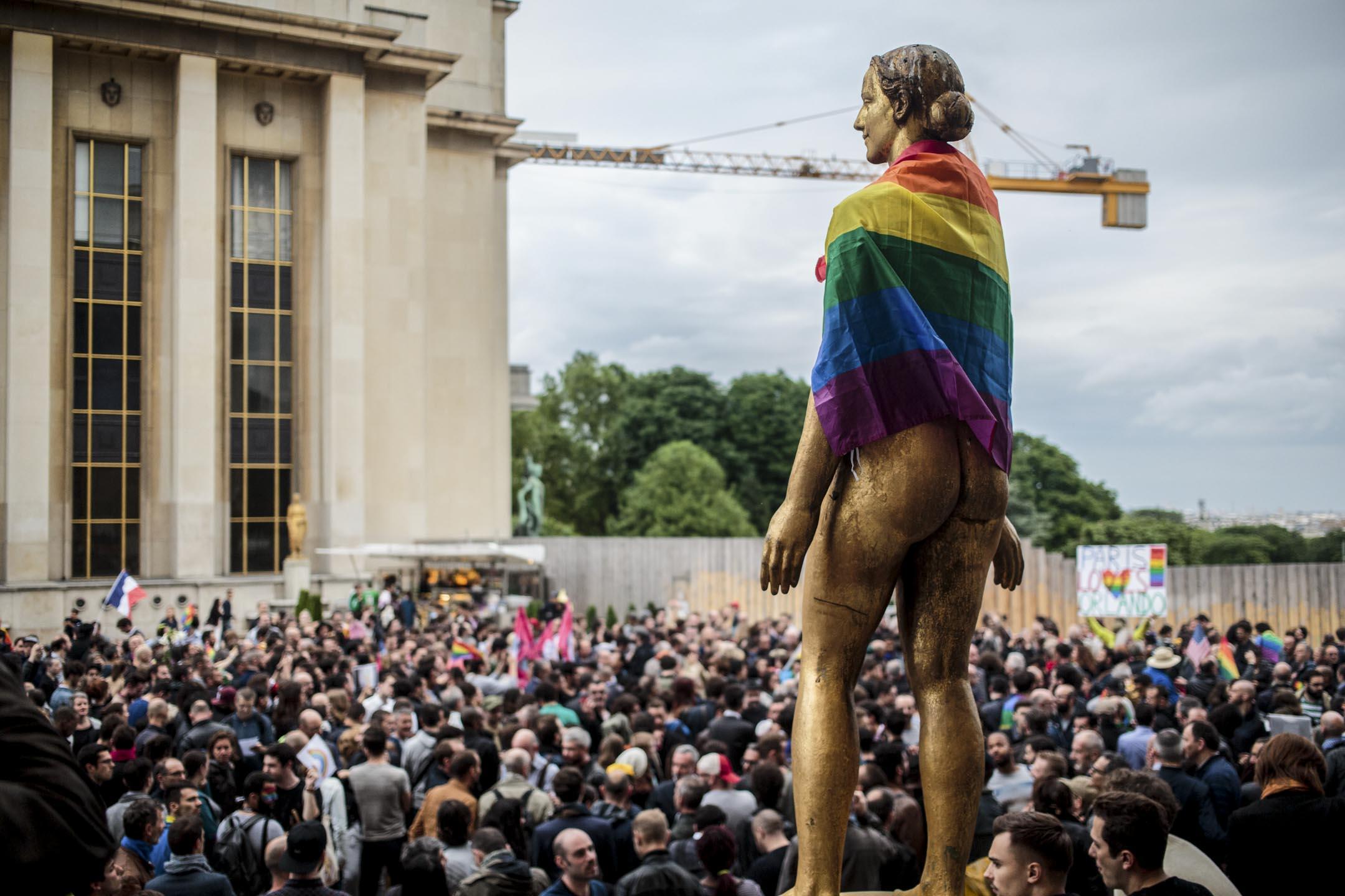 2016年巴黎一個支持同性平權的集會上。