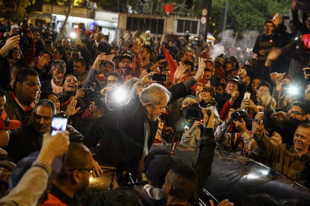 2002年當選巴西總統的工黨領袖盧拉(Luiz Inácio Lula da Silva),在位期間實施了一系列較為左翼的改革。經濟發展良好,社會風氣樂觀。但在盧拉的兩個任期之後,國家基金開始萎縮。