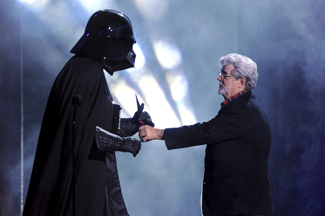 George Lucas於2012年以40.5億美元將盧卡斯電影公司(Lucasfilm)售予迪士尼,迪士尼亦立即計劃重啟《星球大戰》系列電影的製作。