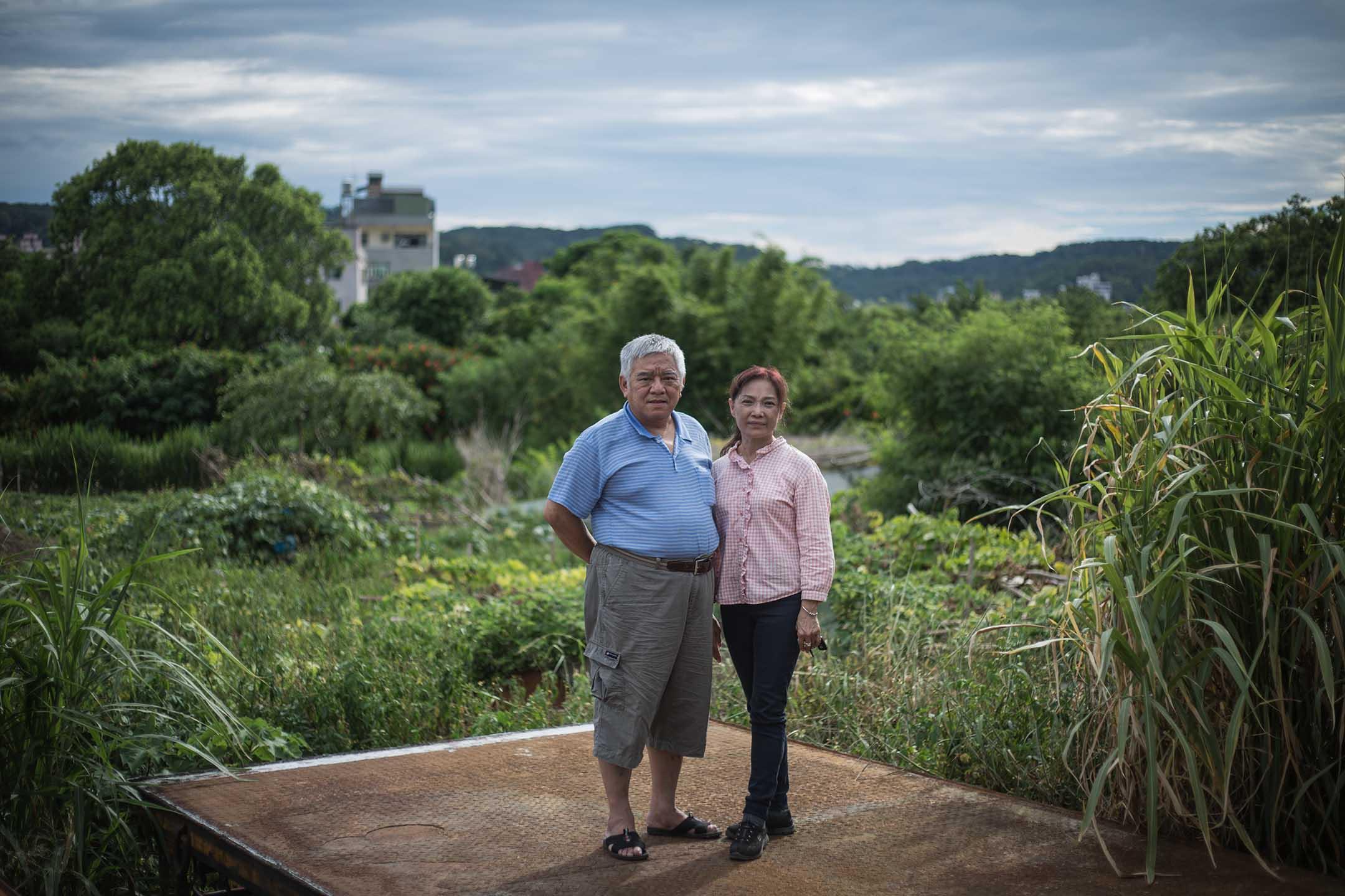 傅春雄和妻子魏鈴琦,是鎮上少數對這塊空地的前世今生瞭若指掌的人。 攝:陳焯煇/端傳媒