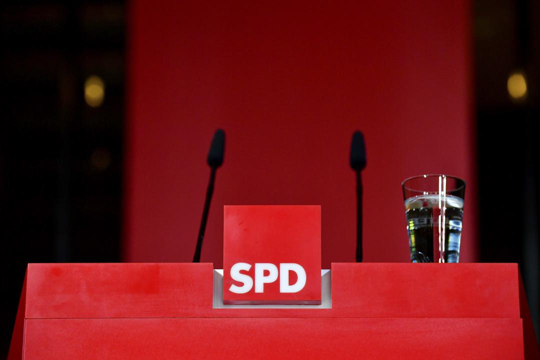 2018年10月28日,德國社民黨總部對黑森州州的選舉結果發表聲明後,剩下空無一人的講台。