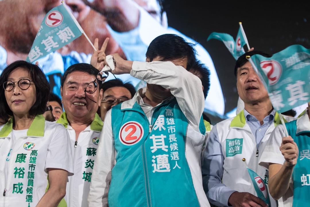 2018年11月23日,台灣高雄市,民進黨市長候選人陳其邁舉行選前之夜造勢大會,發表演說後一度感動落淚。