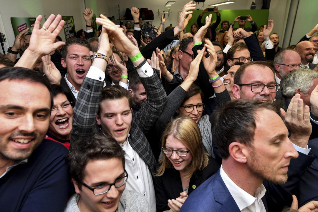 2018年10月28日,德國黑森州州選舉期間,公共電視台公佈第一次民意調查,綠黨的支持者興奮慶祝。