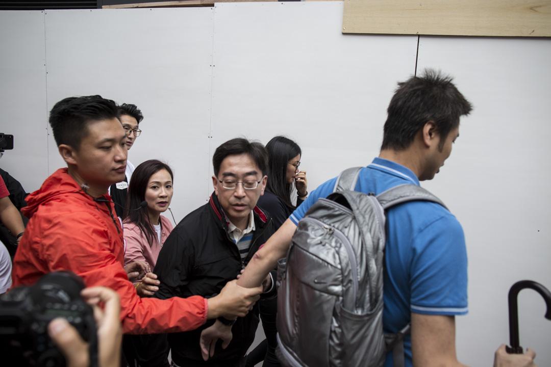 2018年11月25日,建制派屬意的候選人陳凱欣在黃埔拉票時被香港眾志成員狙擊。