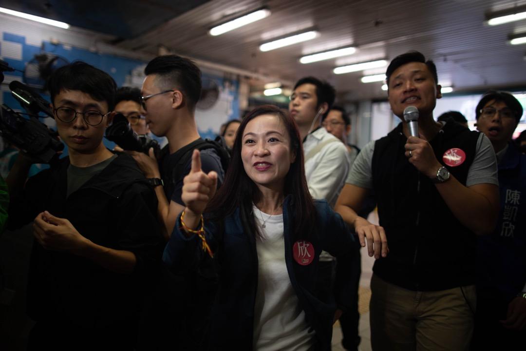 香港立法會九龍西補選當選人陳凱欣,於選舉翌日到九龍城街市落區謝票。