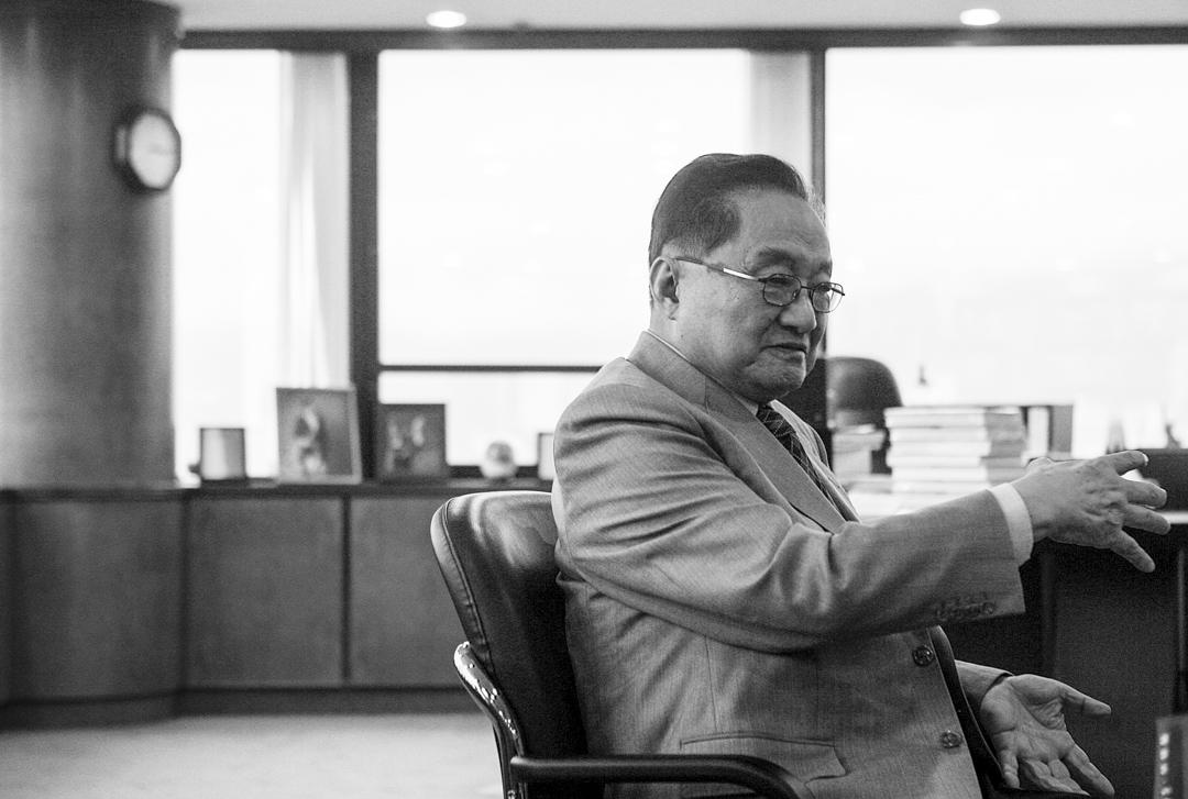 金庸小說在普及中國傳統文化的成就,我想還是在於把文化知識置於戲劇場景,以及加入想像變化成具體情節及物品。 攝:Imagine China