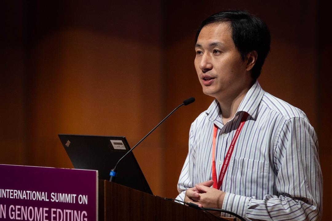 2018年11月28日,賀建奎出席香港大學舉行的「第二屆國際人類基因組編輯峰會」發表研究報告。 攝:Stanley Leung/端傳媒