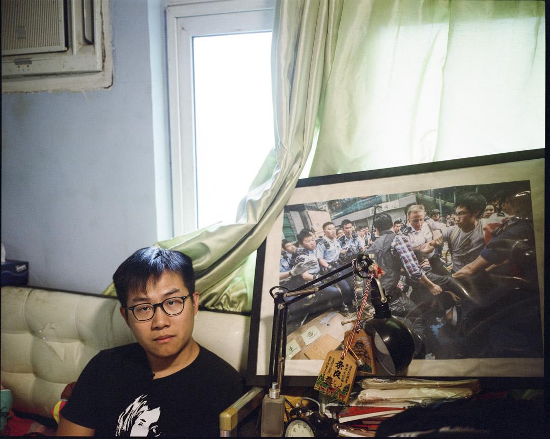 黃浩銘20歲起受前立法會議員黃毓民啟發,開始關注社會議題,其後加入社民主連,參與社會運動十年。這一年來,黃浩銘已兩度入獄,亦是唯一一位因傘運被兩案纏繞的人。