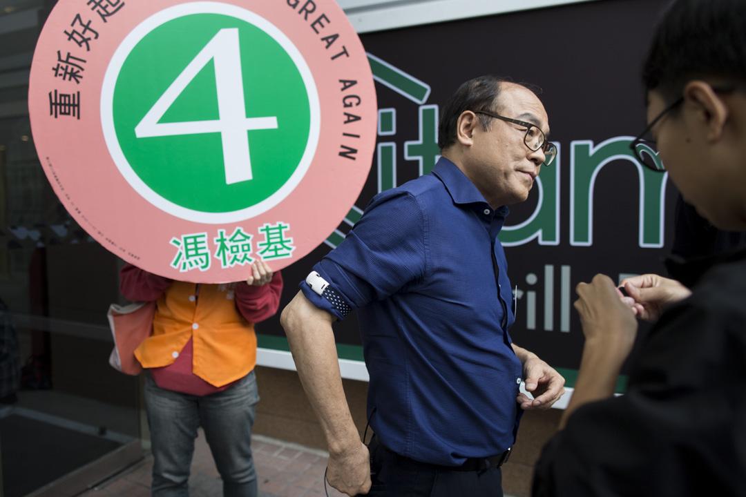 2018年11月25日,馮檢基在何文田拉票並見記者。