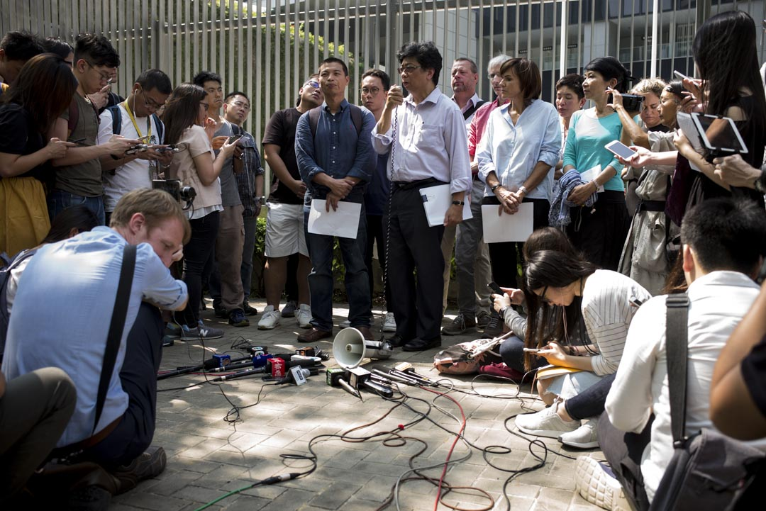 2018年10月8日,外國記者會、香港記者協會、獨立評論人協會、國際記協聯會、大專新聞教育工作者區會及無國界記者到政府總部請願,抗議香港外國記者會副主席馬凱不獲特區政府續發工作簽證,團體並遞交15000個簽名,促請當局撤回決定。