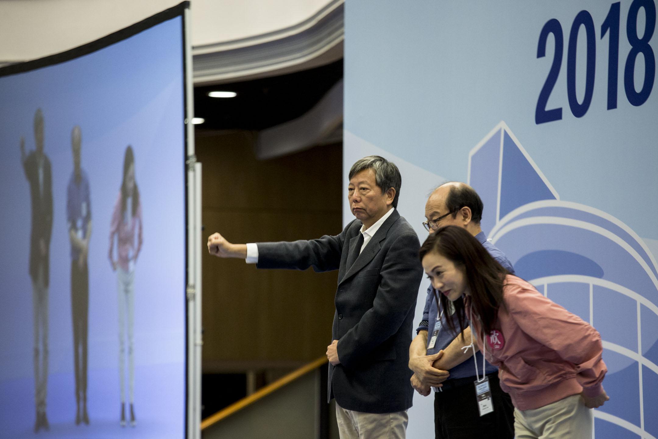 陳凱欣獲得當中近5成選票(106457票)當選九龍西立法會議員,擊敗泛民主派李卓人(93047票)和馮檢基(12509票)。 攝:林振東/端傳媒