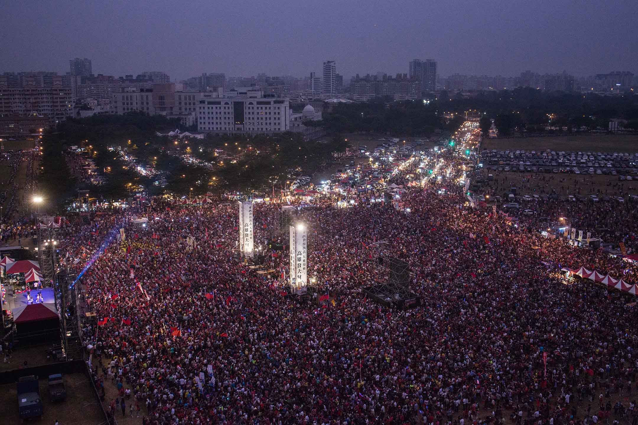 2018年11月17日 , 韓國瑜在高雄市鳯山的造勢晚會,大會稱有十萬人參加。