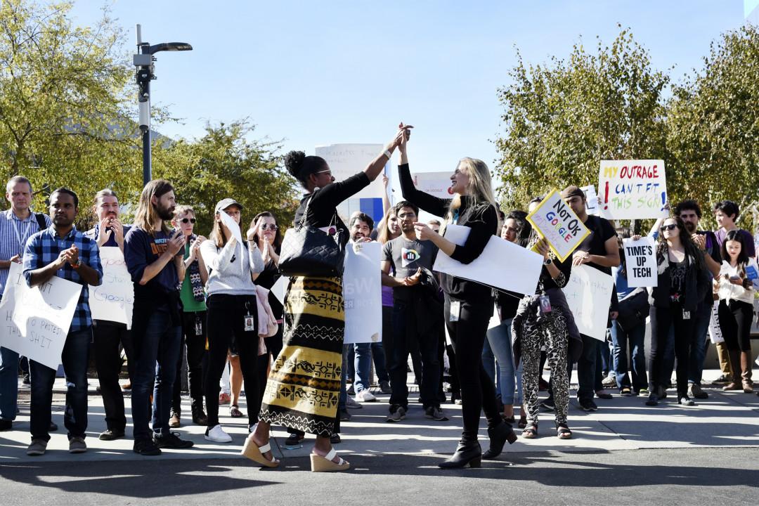 2018年11月1日,美國加州山景城(Mountain View),Google 員工對公司就女員工被性騷擾事件的處理方式表達抗議。 攝:Michael Short/Getty Images