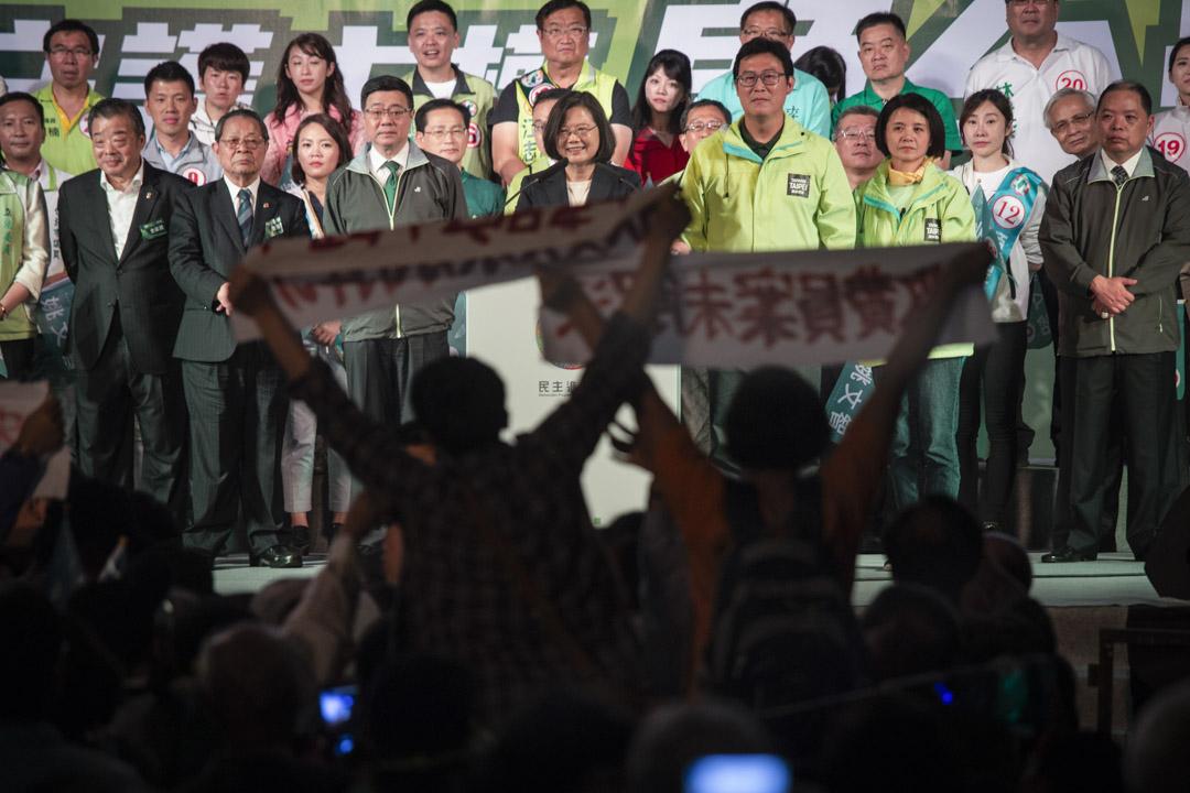 2018年11月21日,蔡英文參加台北市長候選人姚文智的造勢大會,有示威人士在她演講時示威。