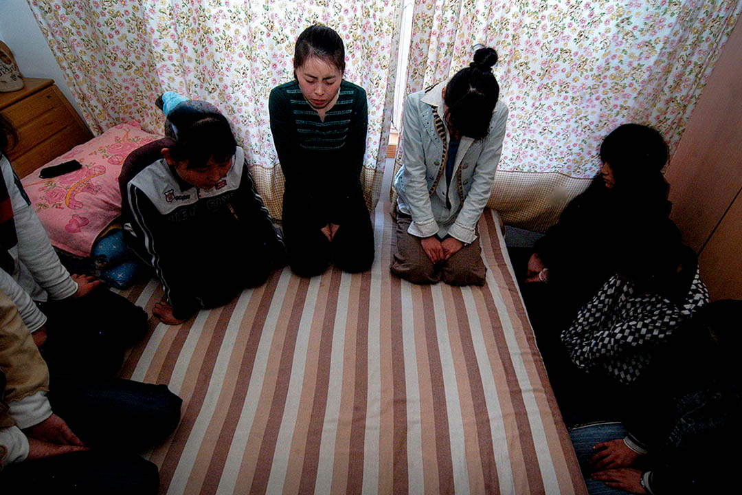 從傳統來說,很多宗派有嬰兒洗禮,即使是強調成人洗禮的浸信會,也經常有18歲以下的少年人洗禮,在三自系統中受到傳統宗派影響的牧師,即使給嬰兒或少年施洗,也是不能記錄或上報的。圖為中國北京家庭教會 。