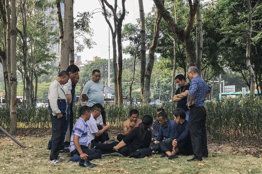 深圳政府的空頭支票在工友們的維權路上屢見不鮮。這次南下前夕,深圳市政府承諾將在7月1日出台有關塵肺病補償的方案,政府「踢皮球」式的回應讓維權路幾乎又一次回到原點。