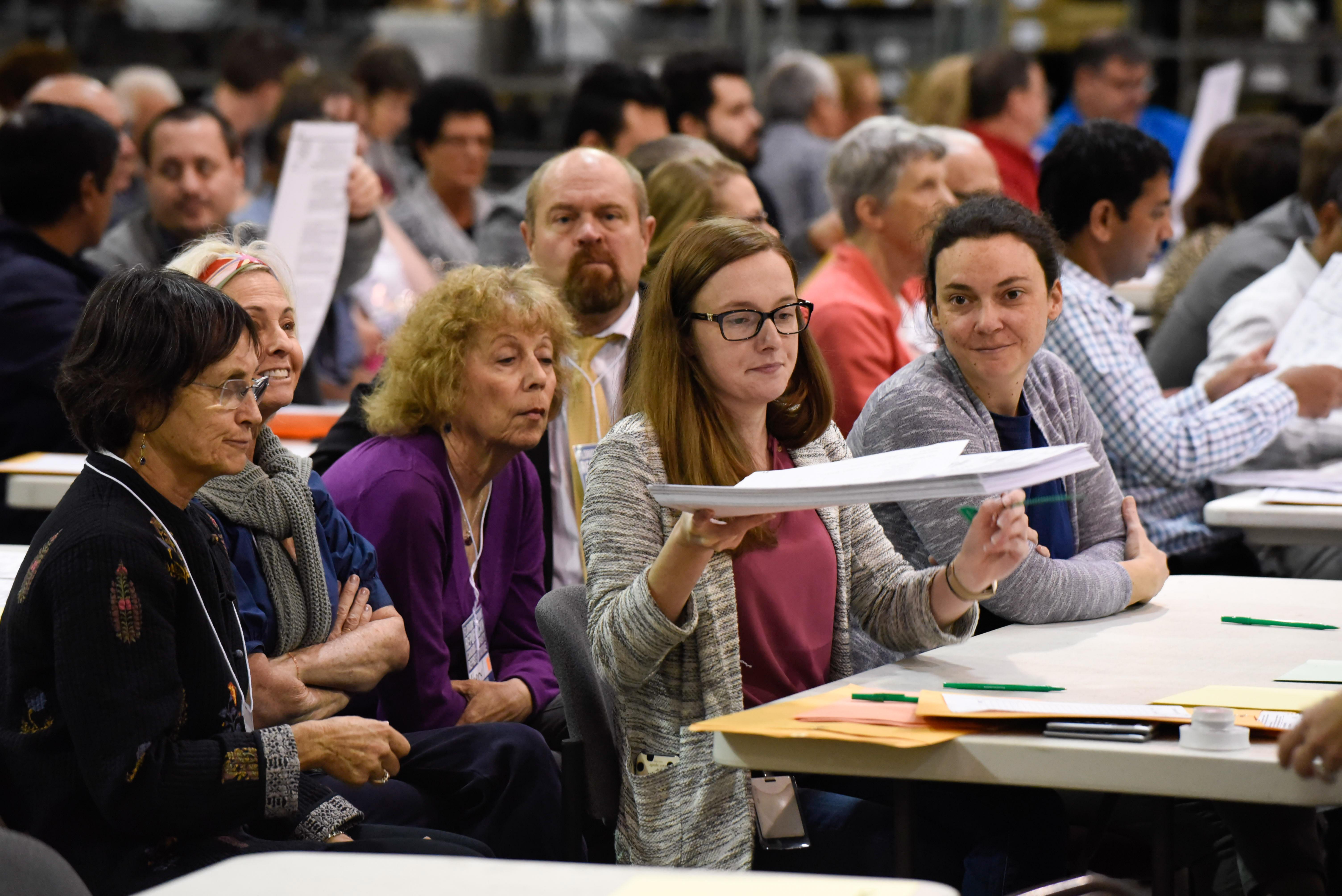 佛羅里達州棕櫚灘縣票數出爐後,點票人員未幾又重新點票。攝:Michele Eve Sandberg/AFP/Getty Images