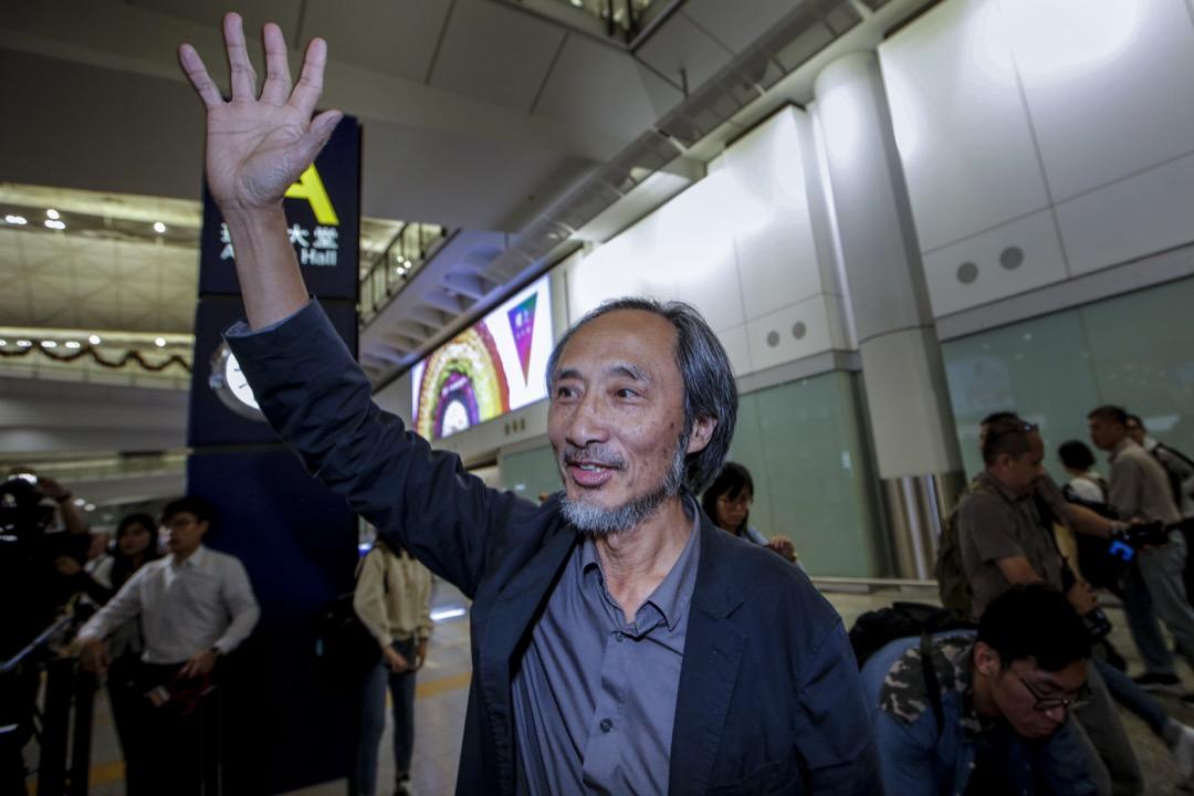 2018年11月9日,流亡海外的中國異見作家馬建於傍晚抵港,在抵港大堂見記者。 攝:端傳媒