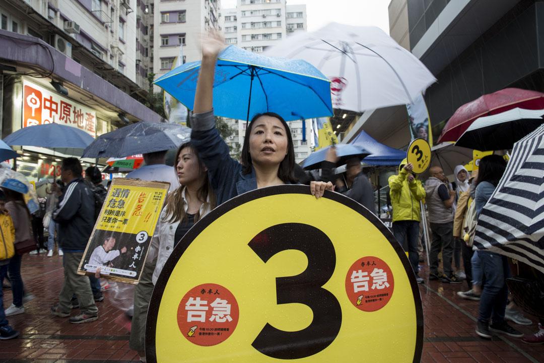 2018年11月25日,劉小麗在黃埔為李卓人助選拉票。