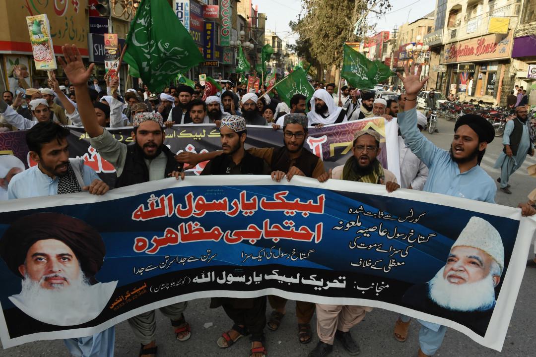 2018年10月31日,巴基斯坦最高法院宣布因涉嫌褻瀆罪被判死刑的基督徒婦女阿西亞·比比(Asia Bibi)無罪;極端宗教政黨 TLP 的支持者舉行抗議,要求處死法官。 攝:Banaras Khan/Getty Images