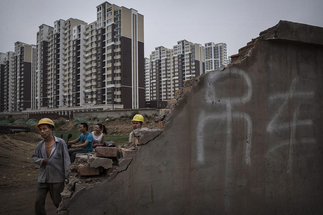 中國住房商品化改革始於1998年,20年間,房價呈指數上漲,造就眾多業界富豪,隱姓埋名獲暴利的「房叔」、「房姐」更是恆河沙數。