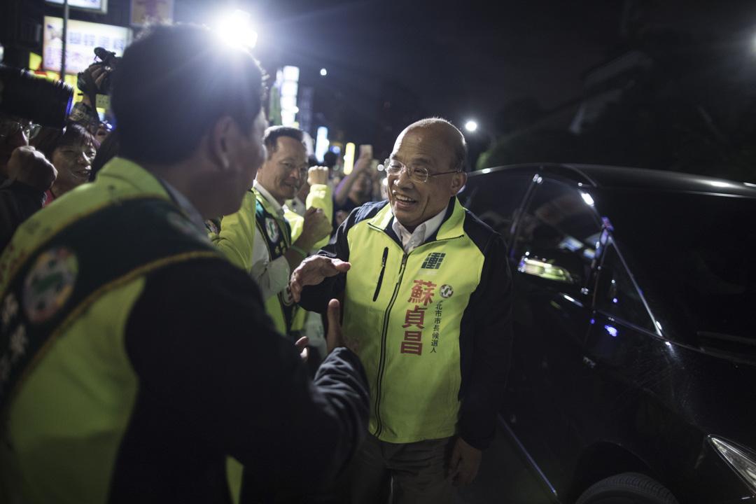 民進黨新北市長候選人蘇貞昌,期待藉著「老縣長」過去的執政成績和蘇本人的幹練形象打動選民。