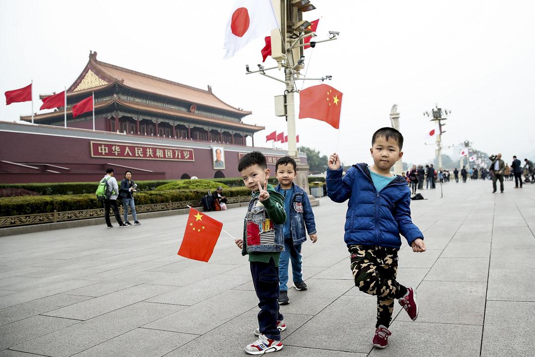 2018年10月25日,日本首相安倍晉三於10月25日至27日對中國進行正式訪問,北京天安門不少地方都掛上了中國及日本的國旗。