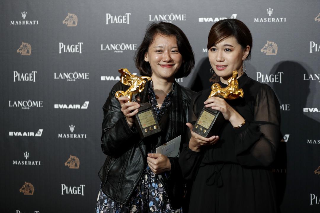 《我們的青春在台灣》得到金馬獎「最佳紀錄片」,導演傅榆(右)的得獎感言便掀起紛爭。 攝:端傳媒