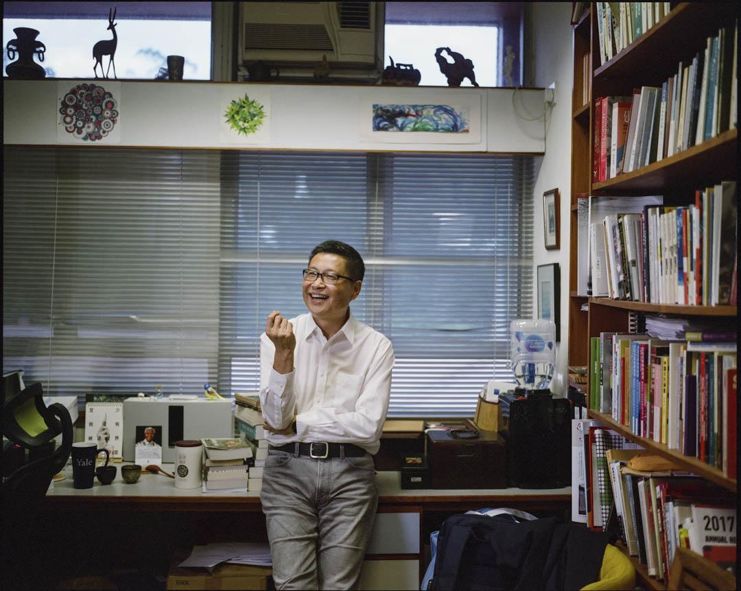 「佔中三子」之一的陳健民,走上法庭面臨刑罰最高可達七年監禁的審訊。可見的牢獄之災面前,他對所有的媒體都展現出樂觀與生機勃勃的面貌。