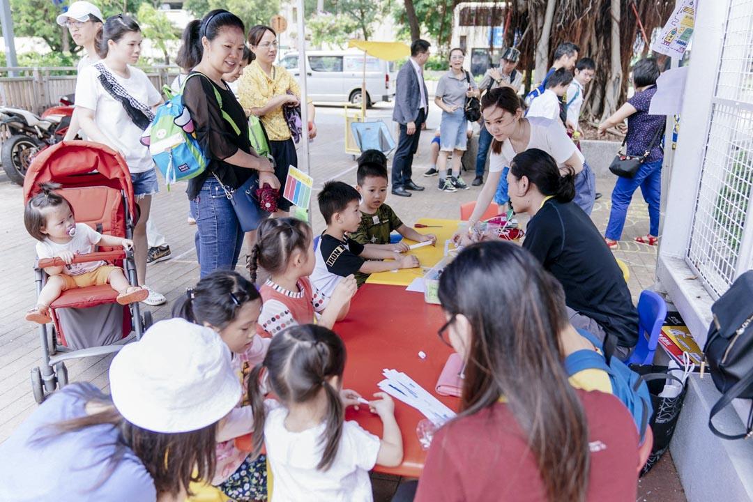 深水埗的學童和家長、甚至校長和老師,因為眼前感受到的不同,打破了對街道的刻板定義,也打開了對連結兒童玩樂與街道空間的想像。